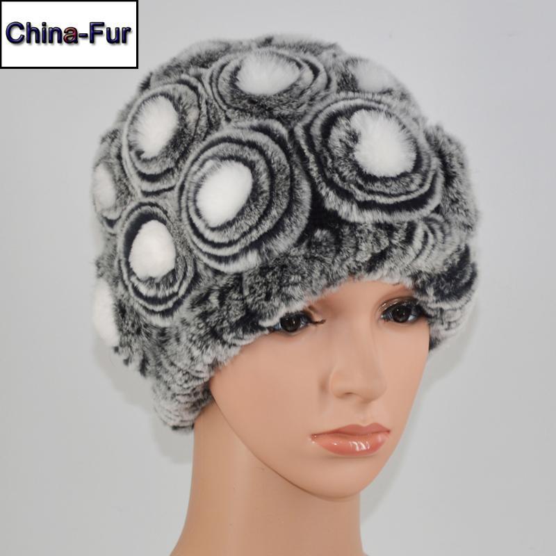 Mütze / Schädelkappen Winter Floral 100% echte Rex Pelzklopfen Hüte Russische Dame Strick echte Frauen Natürliche Mützen Hut