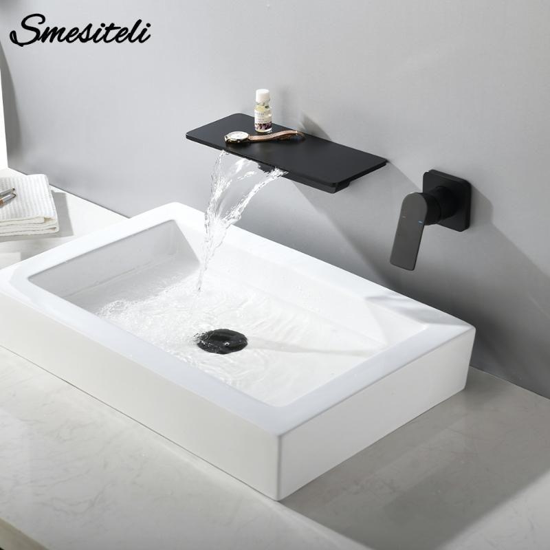 Cachoeira Latão Matte parede preta montada quente e água fria Banho de banheira torneira Bacia