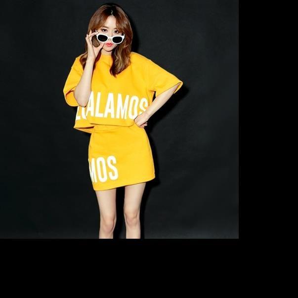 Женщина Matching наборы 2020 летний корейский стиль Casual Письмо печати тенниска юбка-карандаш Два Piece Set Желтый Conjunto feminino S56