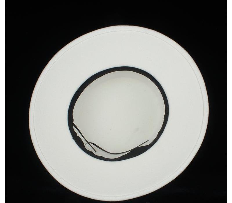 100% Laine Femmes Blanc Flat Top Hat avec ruban blanc Fedora Hat Taille large Brim Fascinator