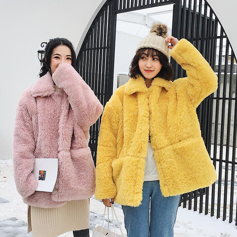 Kadınlar Kış Yeni Kalın Sıcak Sahte kürk ceket Kadın Moda Aşağı Yaka Kabarık Parkas Casual Gevşek Yüksek Kaliteli Coat Z605 çevirin