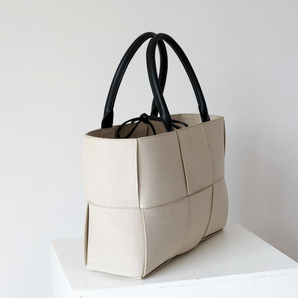 2020 neue Art-Song Hye-kyo Berühmtheit spornte Weiß Woven Canvas Arco Handtasche Tote Bag