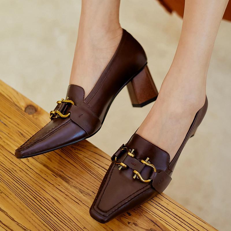 Женщины коренастый пятки насосов Металлические украшения пятки Марка партии Каблуки Woman Одно Обувь Девушки Повседневный Pumps 2020 New Spring Heel