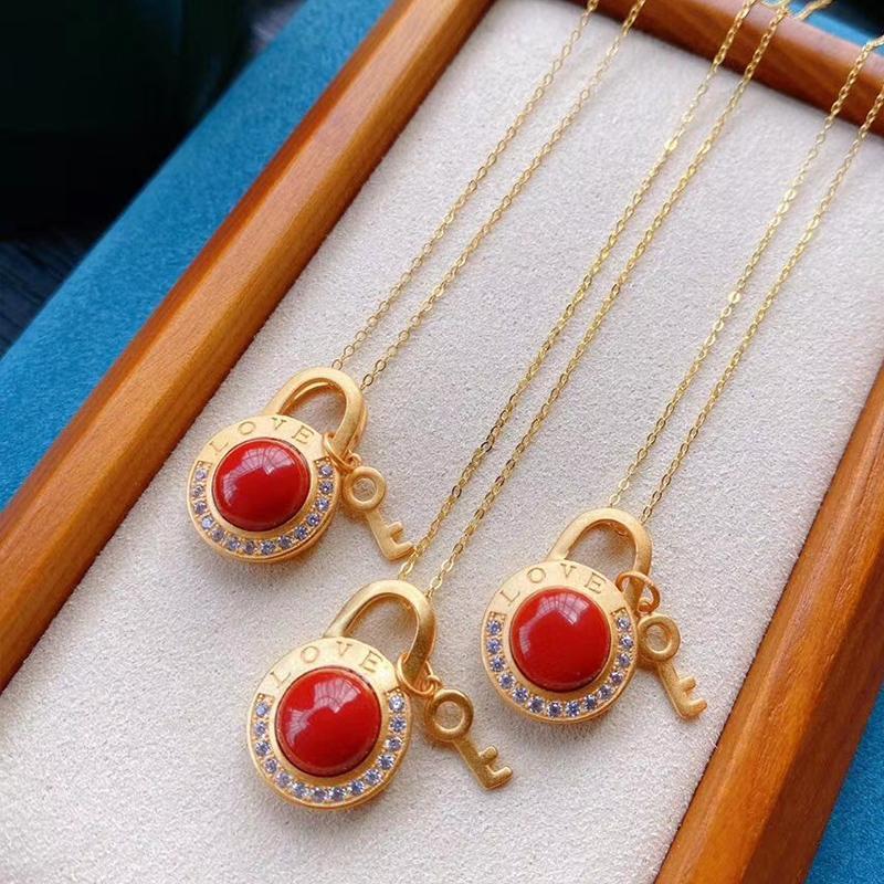 Vermelho do amor colar de pedra semi-preciosa para as mulheres pingente retro exclusivo em forma de fechadura S925 silvering clássico feminino jóia colar