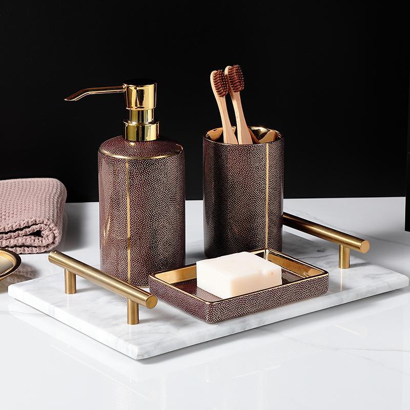 Alto grau WSHYUFEI ouro banheiro Cerâmica kit de banho conjunto de acessórios Loção anti-séptico bucal garrafa copo Supplies