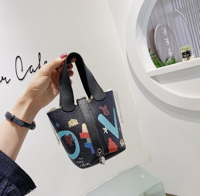 Сумки Кошельки Женского Мультфильм Doodle Bucket Bag Мини Девушка сумка на ремне Нового прибытие Ladis Crossbody сумка