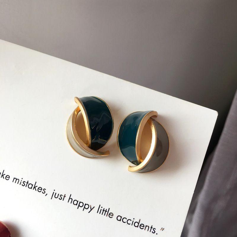 Личность Design Stud Серьги 2020 Новый дизайн цинковый сплав два тона цвета эмали серьги для женщин ювелирные изделия партии Подарки