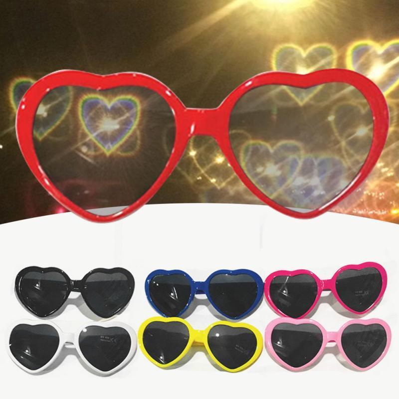 Luces divertidas tener un corazón en forma de efectos especiales vidrios del amor gafas en noche romántica clásica Photo artefacto gafas de sol
