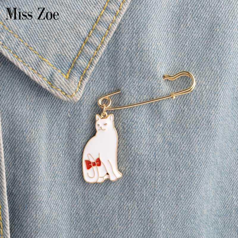 chat blanc noir queue Kitten noeud papillon Broche Denim Jeans émail Ardillon Badge Pull mignon animal cadeau pour les filles femmes amis