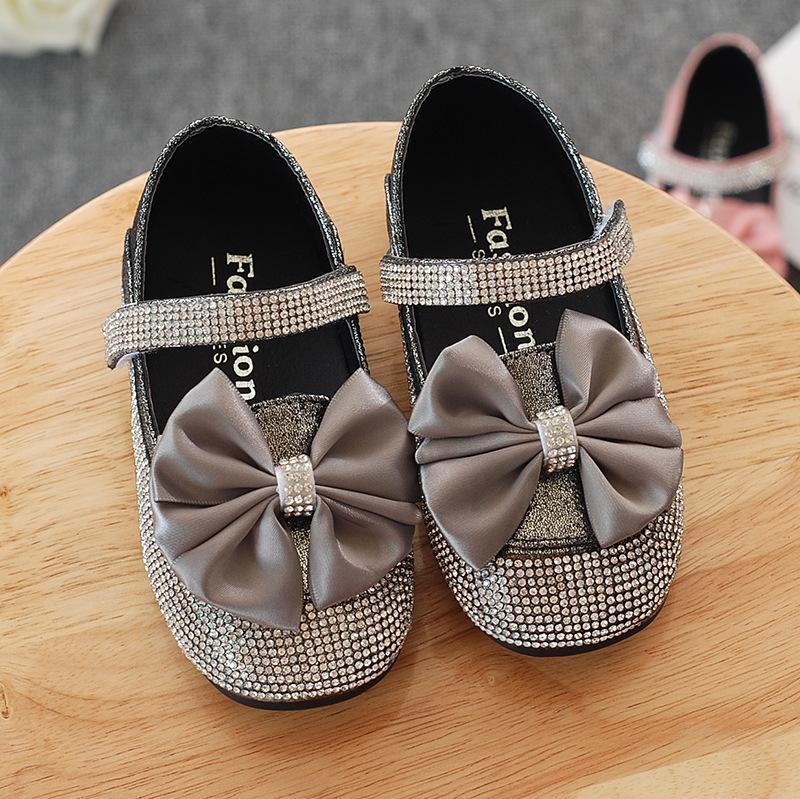 Le plus récent d'été pour enfants Filles Chaussures bébé Flats Fleurs Princesse Chaussures enfants Mode Leathers doux tout-petits enfants Sandales pour les filles