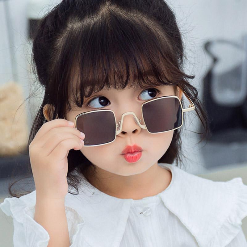 Çocuk Güneş Gözlüğü Renkli Güneş Gözlüğü Vintage UV400 Moda Metal Küçük Göz Şeker Çerçeve Trendy Retro Erkek Gözlük Kare Giyim Hbnub