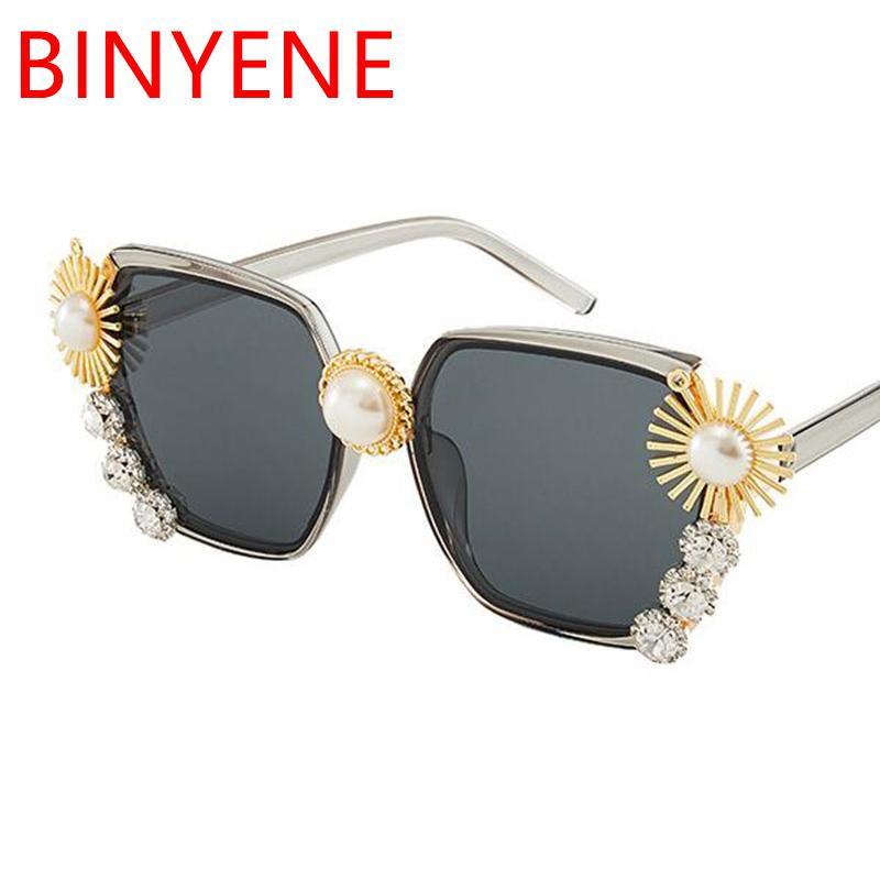 Bonito Pérola Cinza Designer elegante Óculos de Sol Senhoras Quadrado Quadrado UV400 Óculos de Sol Moda Eyewear Mulheres TBLLA