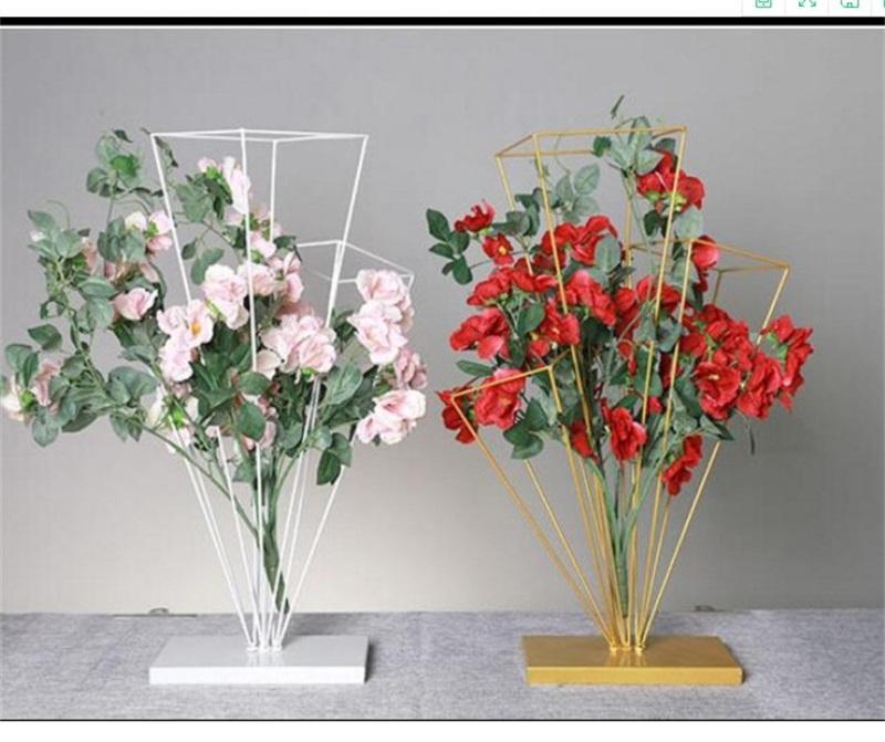 Tres Columnas Soporte de flor del arte del hierro Tabla Centros de carretera boda plomo fuentes de la decoración Flores soporte de oro blanco creativo 35hlC1