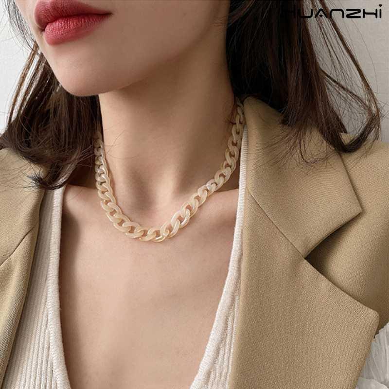 HUANZHI 2020 New coreano alla moda Catena trasparente Acetato Acrilico minimalista clavicola collana girocollo per i monili delle donne
