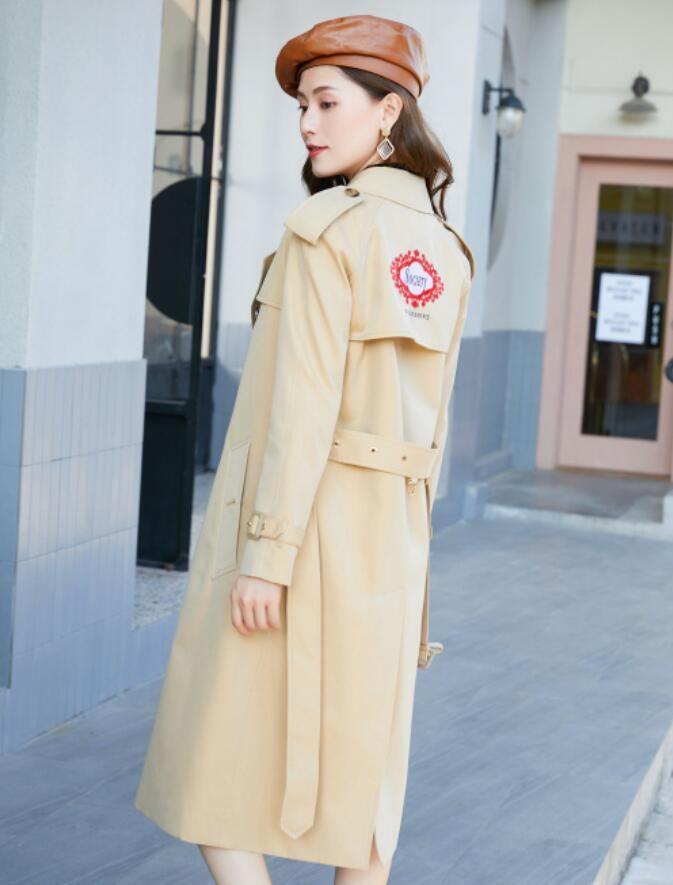 새로운 도착! 여성 패션 잉글랜드 플러스 긴 트렌치 코트 / 브랜드 디자이너 더블 브레스트 인쇄 백 트렌치 여성 B9007F410 사이즈 S-XXL
