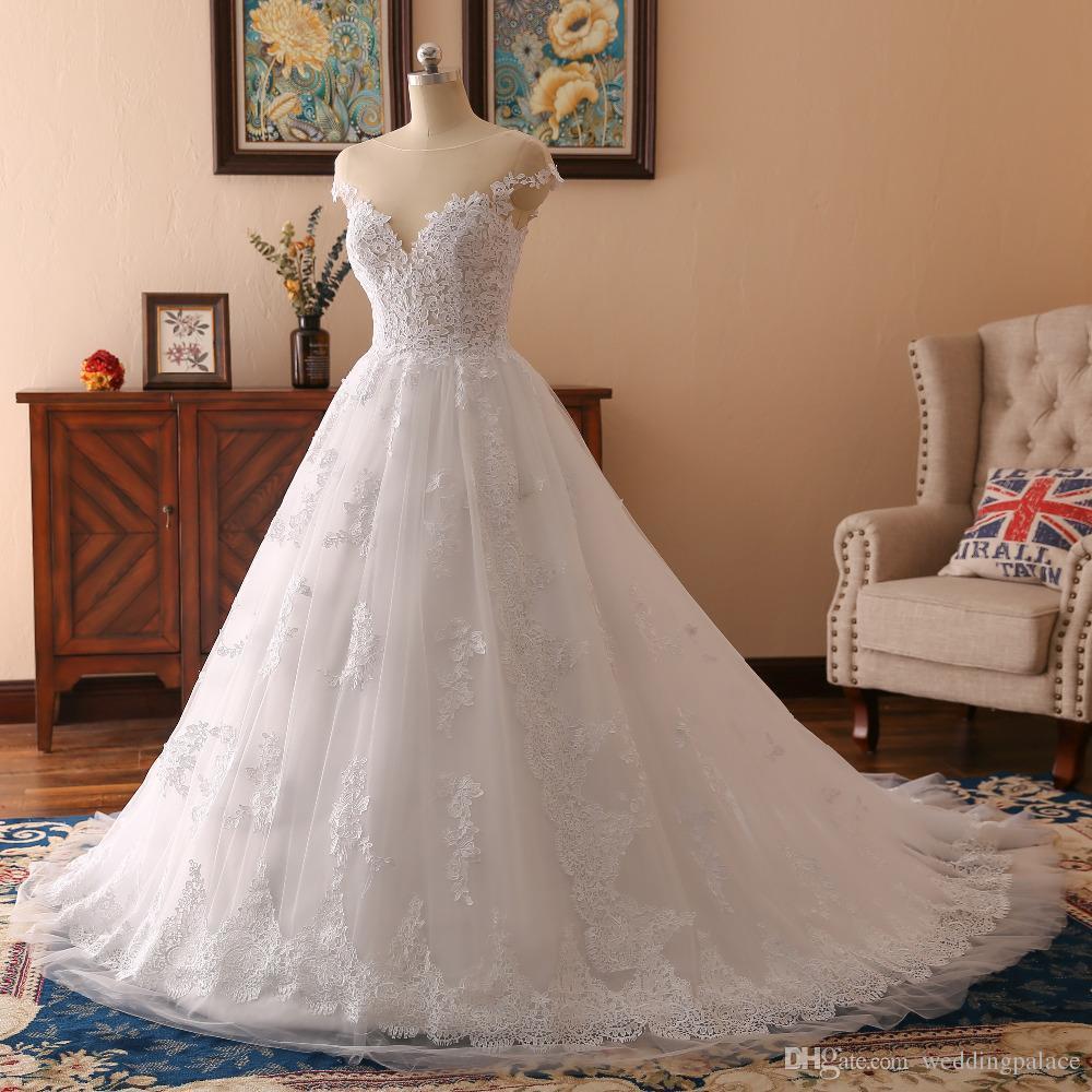Vestido de boda simple Scoop escote botón Volver Apliques capilla de tren Una línea de novia de la boda Vestidos de tul vestido de novia vestidos de novia