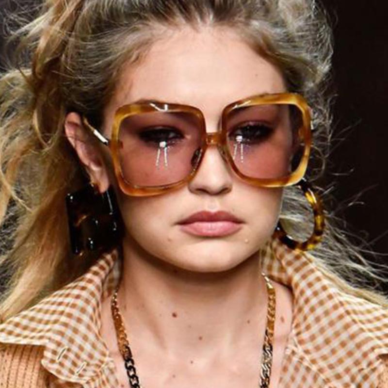 Occhiali da sole 2020 Occhiali da sole sovradimensionati Design Oculos Brand Fashion Frame Gradiente Metallo Donne Vintage Femmina Signore Lente UV400 SpPao
