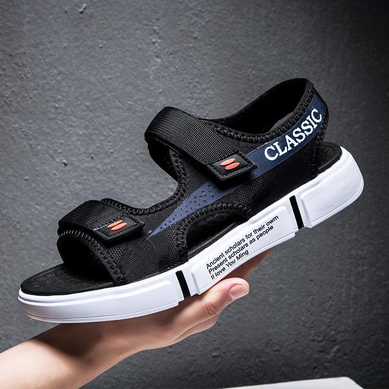 Neue Sommer-Männer Sandalen Mode Hook Schleife Herren Schuhe Strapazierfähige Strand Sandalen Schwarz Männlich Schuhe Schuhe Hombre
