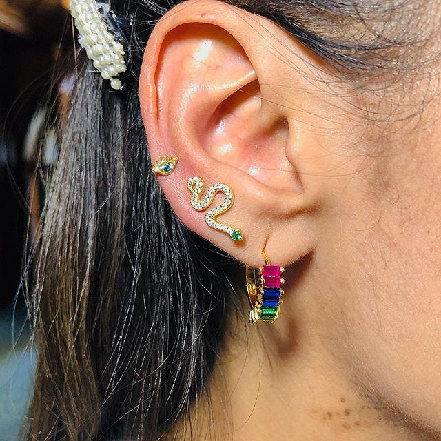 Hoop Huggie 2021 бренд Cubicic Zirconia Baguette камни ушные серьги сияние свадьба нежная красочная радуга CZ
