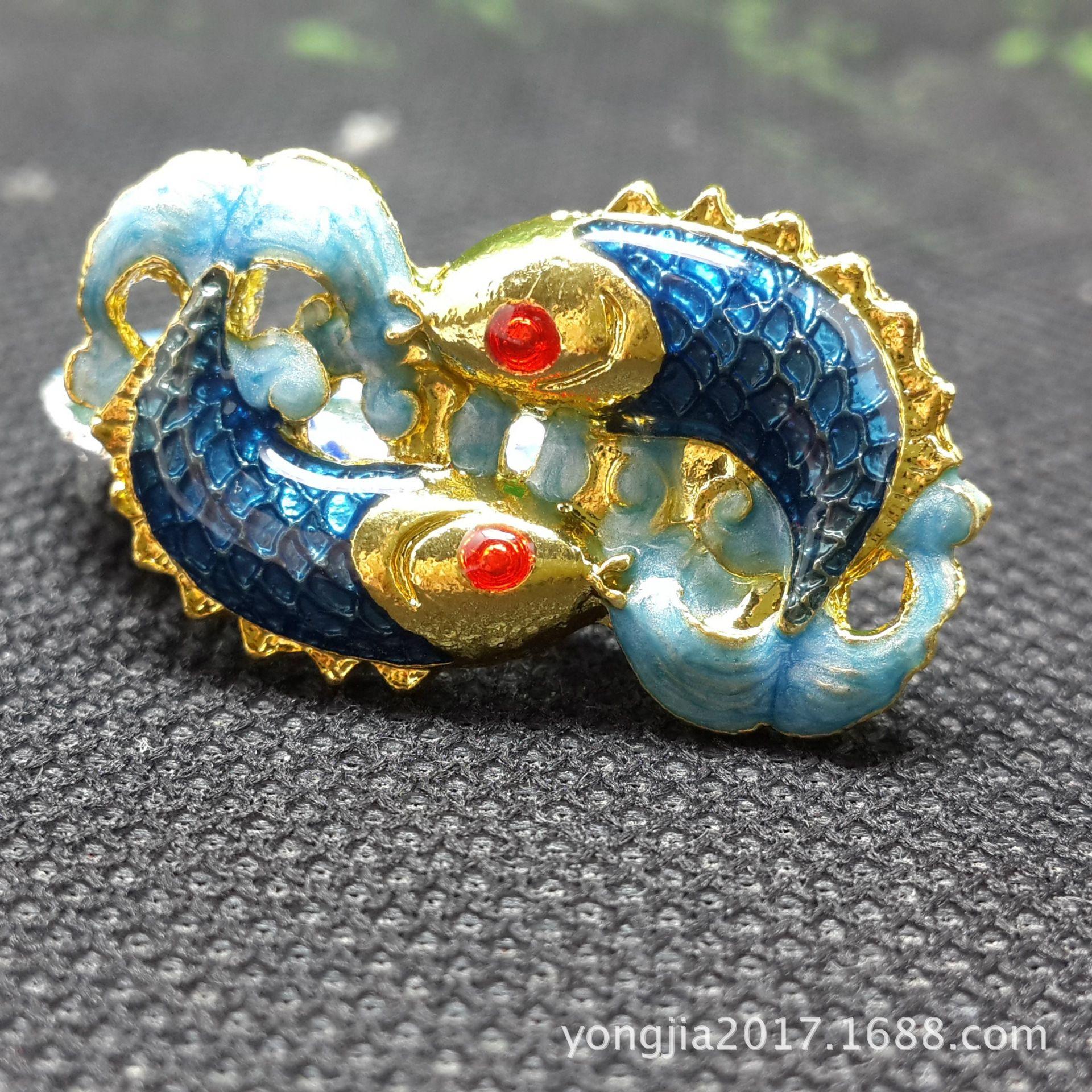 VGhhU Fische Cloisonné Zubehör Sellerie handgemachte Accessoires blaue Emaille Farbe Fisch Legierung tropft Öl handgemachte Materialien altes Kostüm