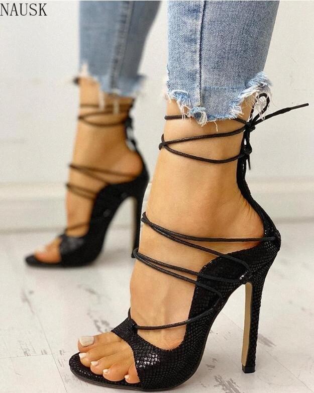 Новые 2020 лето женщин сандалии PU Lace Up Тонкие высокие каблуки насосы Обложка каблука Мелкая Зрелые Змеиный танец Твердые Женская обувь UfsY #