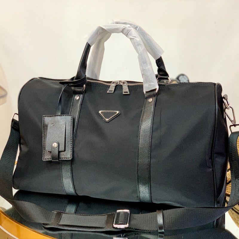 Moda Siyah Naylon Duffle Çanta 42 cm Tasarımcılar Bagaj Çanta Erkek Kadın Omuz Seyahat Spor Çantası Büyük Kapasiteli Su Geçirmez Duffel Çanta Çanta