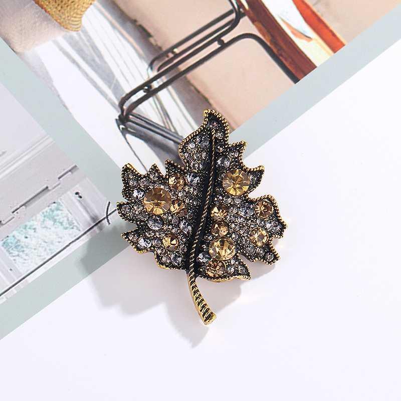 Novo Rhinestone Em Forma De Broche Pins Para Mulheres Roupas Casamento Folhas Pins Metal Emblemas Broche Jóias