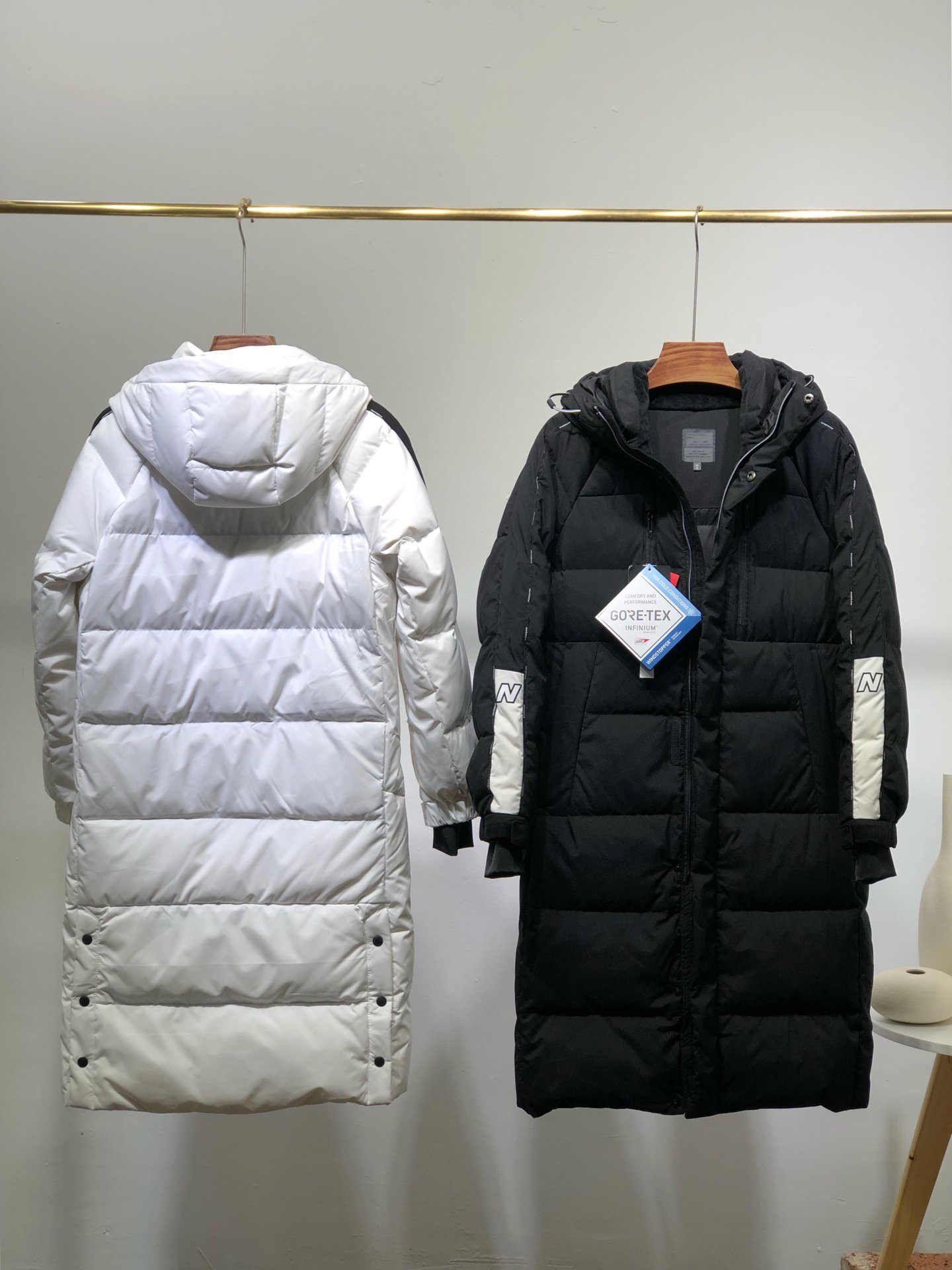 Fashion delle donne degli uomini rivestimento giù per l'inverno tenere in caldo parka Giacche di alta qualità unisex parka giù ricopre 2 colori Bianco Nero Taglia S-2XL