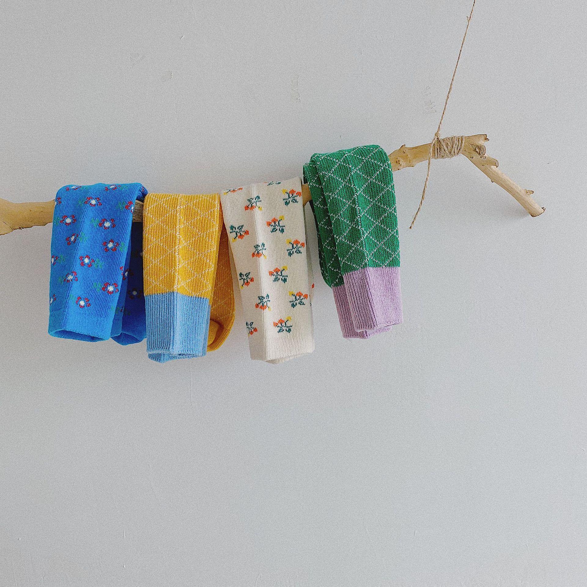 Automne Bébé Filles Chaussettes genou Fleur 2020 Nouvelle automne coréenne enfants Fleur Plaid Knit Bas Enfants Sport Casual Bas S594