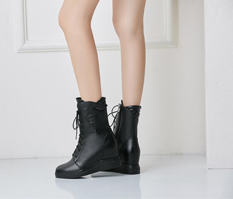 Luxury designer designed mid - tube boots with leather upholstered heels for women's shoes, round head and platform, as holiday gifts