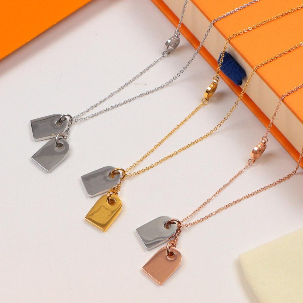 Kare kolye kolye Klasik Avrupa ve Amerikan Moda Yeni Titanyum Çelik Harf Kolye Çift Takı Toptan