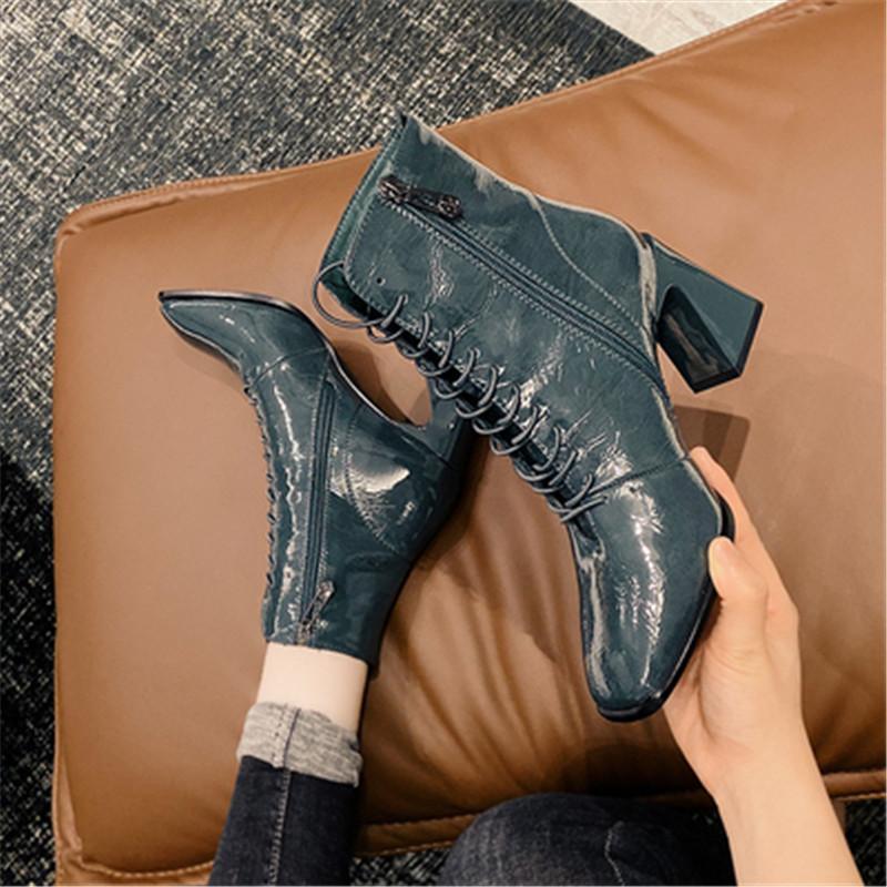 Lackleder Stiefelette Frau 2020 neue Schuhe mit hohen Absätzen Herbst Winter dicke Sohlen vielseitig dünnem quadratischen Kopf starken Ferse Stiefel