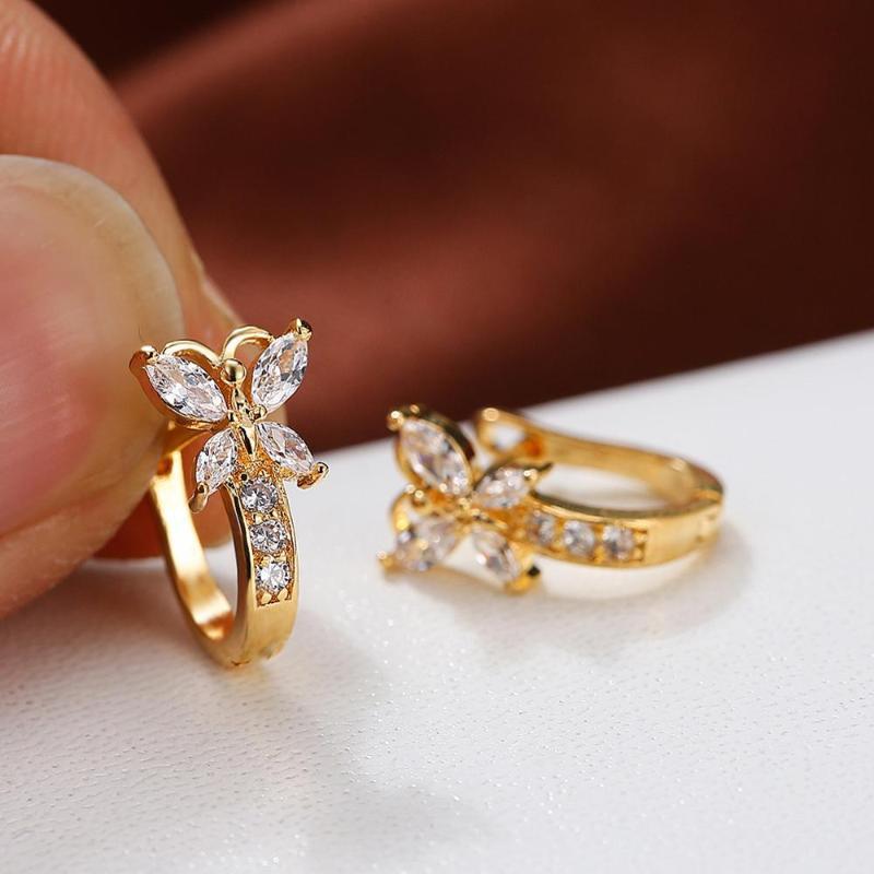 Blaike Симпатичные бабочки обруч серьги для женщин Циркон золота серьги Очаровательная женщина Wedding Party Jewelry День рождения Подарки