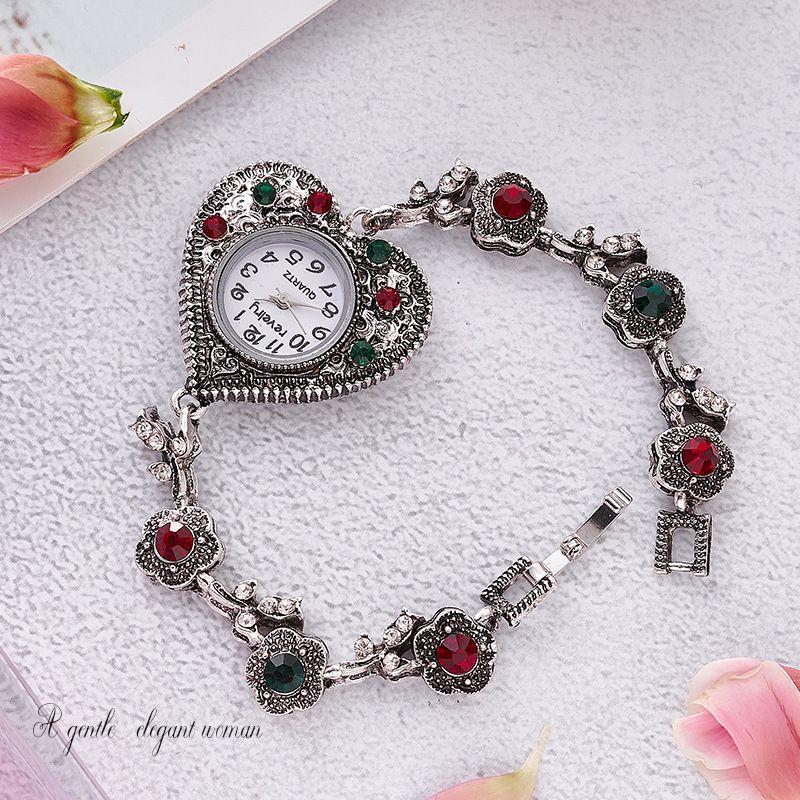 a forma di orologio del cuore delle donne di marca dell'annata del braccialetto di orologi casual Piccolo orologio da polso colorato signore orologio al quarzo