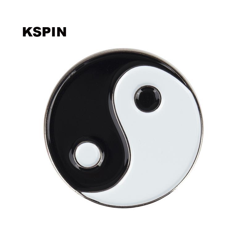 Yin Yang Botón de insignias Botón para ropa Metal Kawaii Pines en Broches XY0094