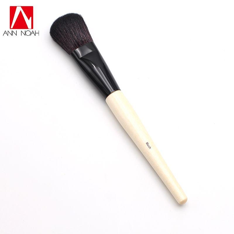 Professional Wood Handle Luxuriously Natural Soft Hair Round Head Blush Brush