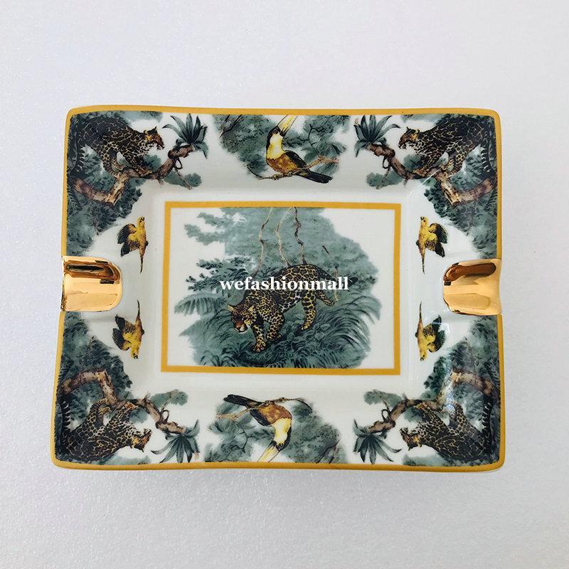 Buona qualità Ceramic Animal Pattern Cigar Posacenere Porcellana Porcellana Portacenere Lussuoso 2 Portasistruzione Portacenere Home Desk Desk Decor Festival Regalo