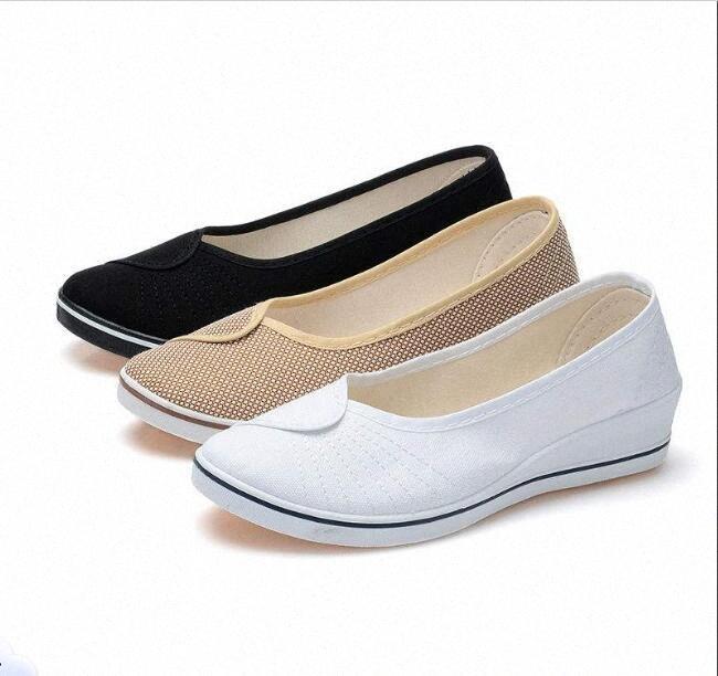 Le nuove donne dei pattini degli appartamenti delle scarpe da tennis respirabile di estate di volo di tessitura dei pattini casuali Donna Slip On Canvas Casual donna Large Size Sneakers Sh nNeP #