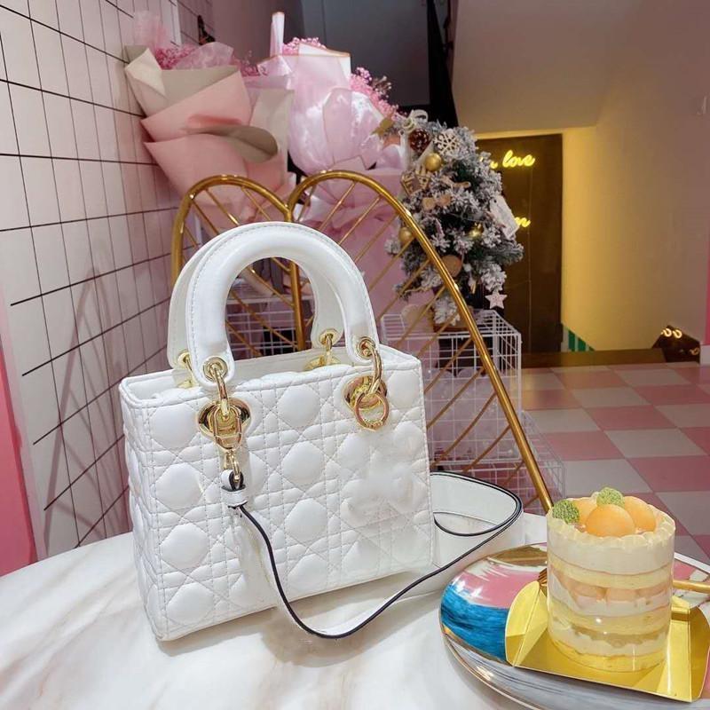 2020 Hohe Qualität Womens Designer Handtasche Geldbörse Brieftasche Brief Crossbody Tasche Echtes Leder Kaviar Taschen mit breiter Schulterband Tasche
