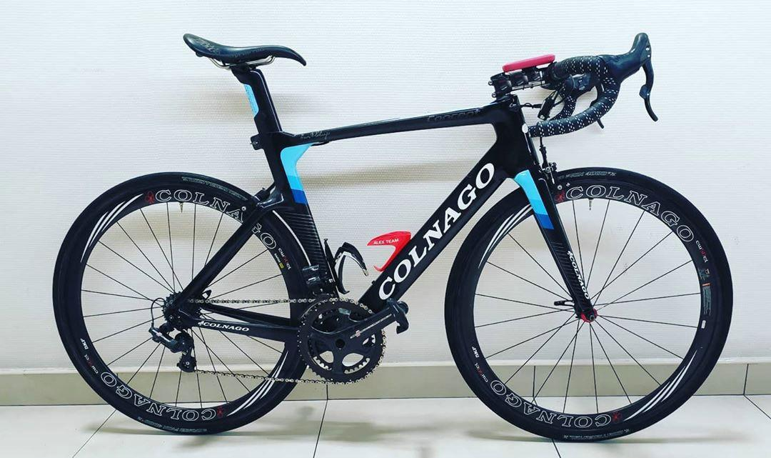 Colnago Concept CHLB Glossy Complete Carbon Road Complete Vélo avec 105 R7010 GROUPSET 50MM Wheelset