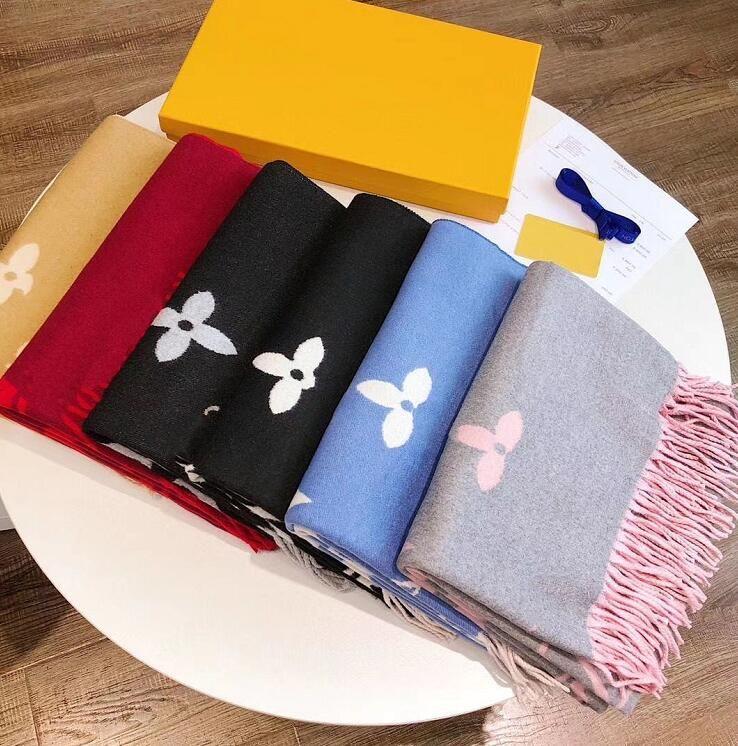 여성 고품질 pashmina 가을 겨울 양모 스카프 부드러운 따뜻한 두꺼운 술 문자 스카프 luxurys 사각형 인쇄 목도리 상자 rtzf