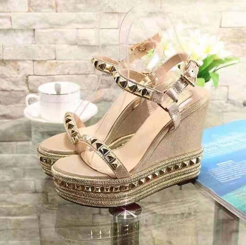 Hohe Qualität Frühlingskeil Sandalen Klassiker Marke Hausschuhe Sommer Flache Sandalen Mode Leder Strandschuhe 33