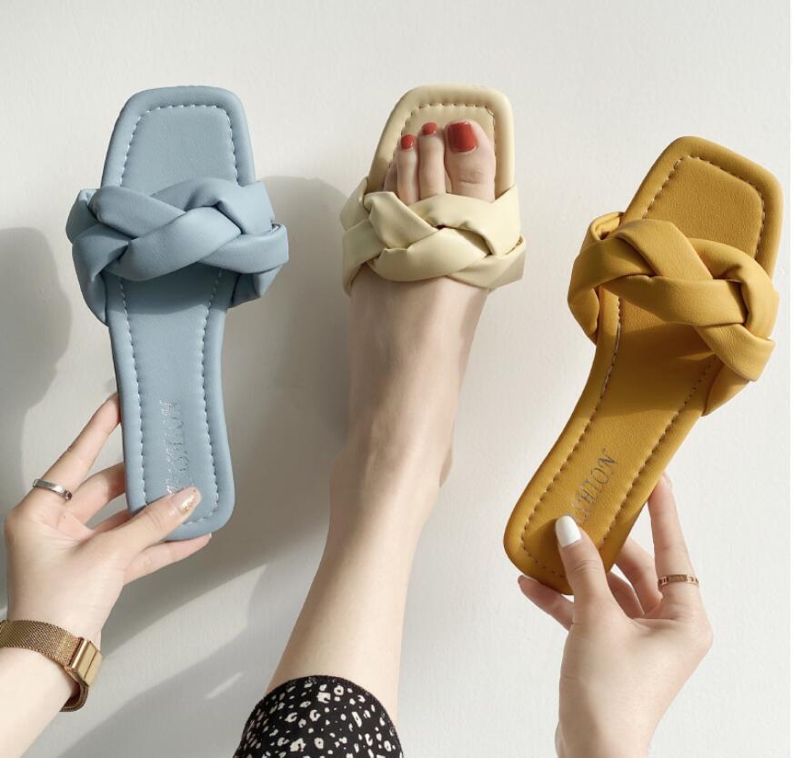 2020 Vente chaude Mode Femme Femmes Pantoufles Intérieures Appartements Filles Mignonnes Soft Soft Flat Slides Designers Chaussures Jaunes Chaussures Jaunes En plein air Flats 39 # P60