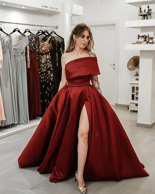 2021 Modest Burgundy Satin Side Split Prom Dresses with Beaded Sheer One Long Sleeve Evening Party Formal Women Gowns
