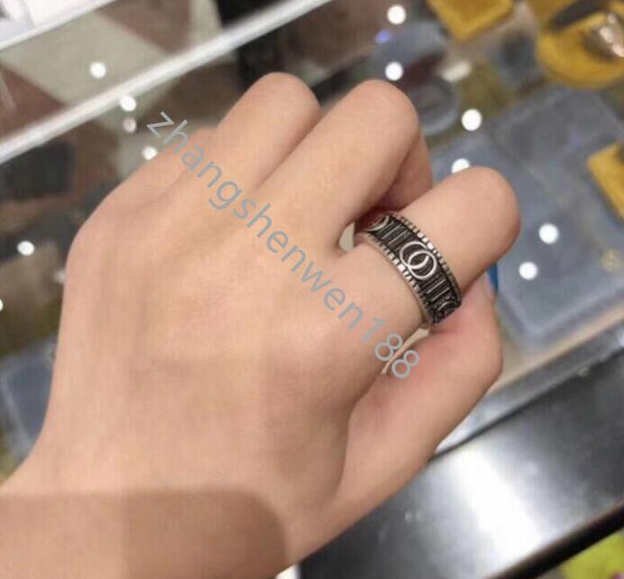 2021 Yeni Yüksek Kalite Yüzük Genişliği Moda Marka Vintage Yüzük Gravür Çiftler Yüzük Düğün Takı Hediye Kutusu AA4 Ile