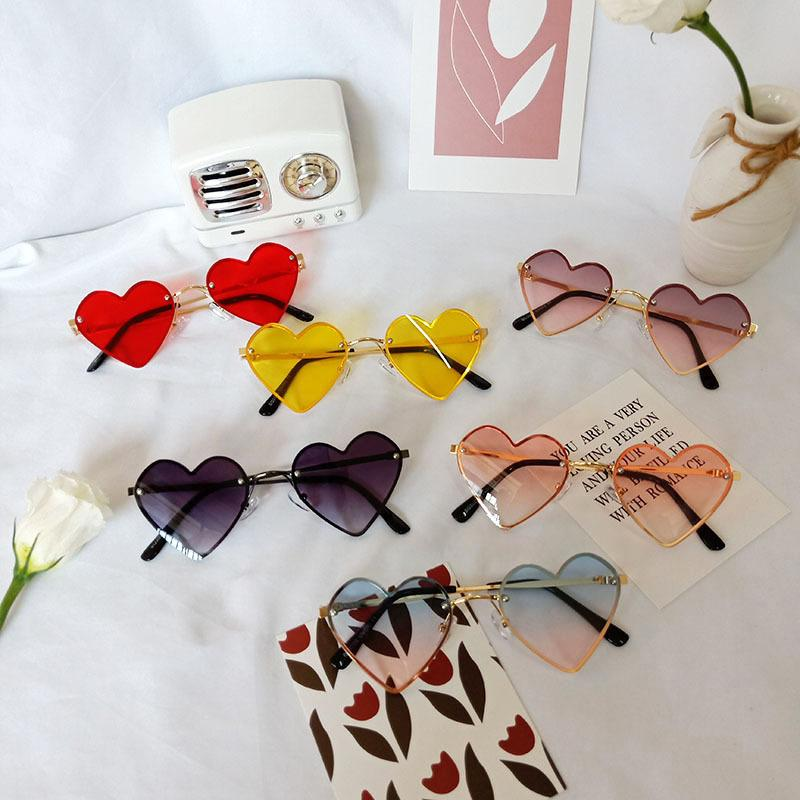 INS Newest Boys Ultraviolet-Proof A Protore di Designer Unisex Heart Sunglasses Girls Girls Bambini Bambini Bambini Bambini Occhiali da sole Occhiali da sole Accessori per ragazze QALXG