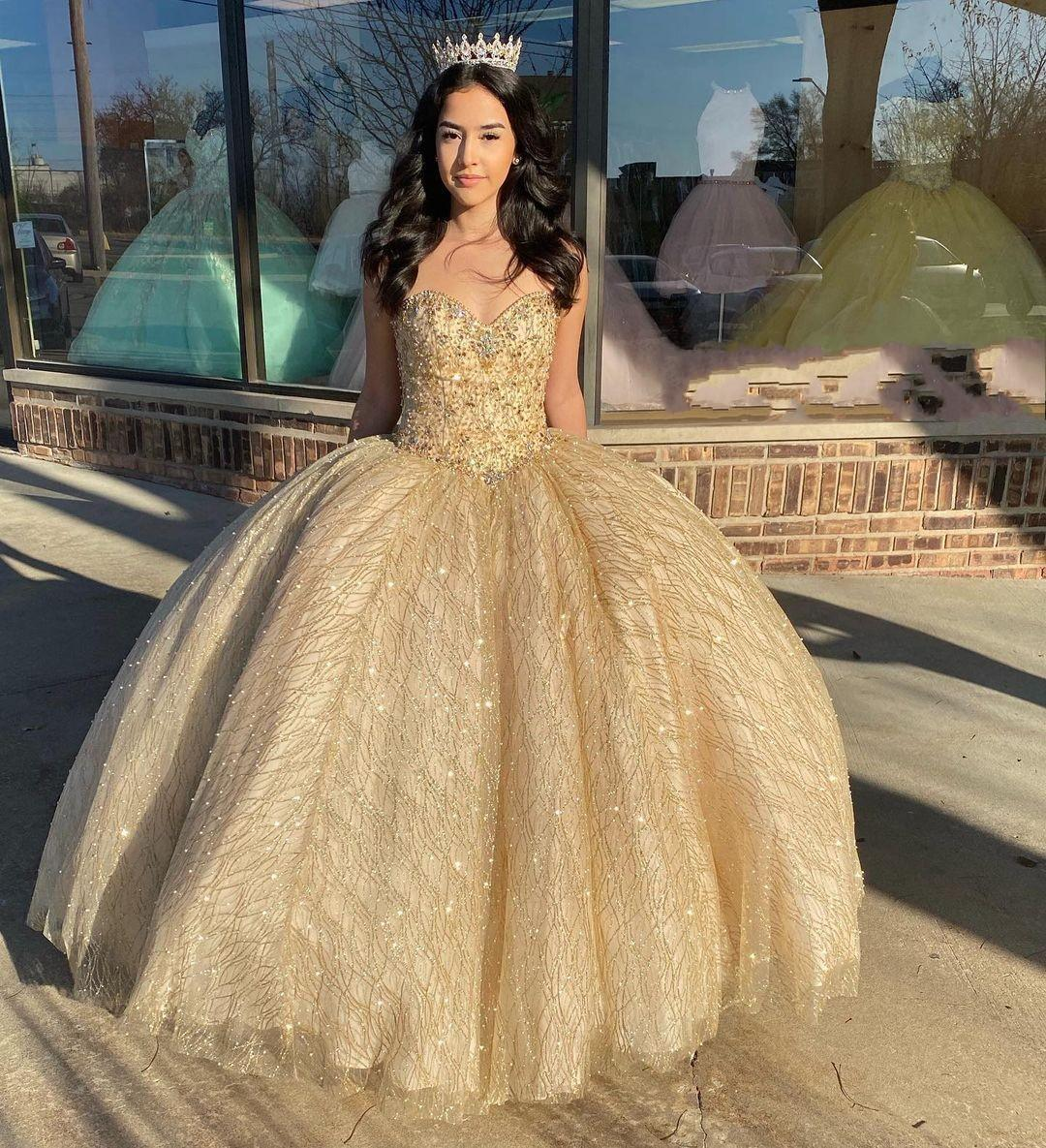 2021 Sparkly Gold Sequined Tulle Quinceanera Prom Dresses Sweetheart Pearls Rhinestones Corset Back Charro Mexican Ball Gown Dress