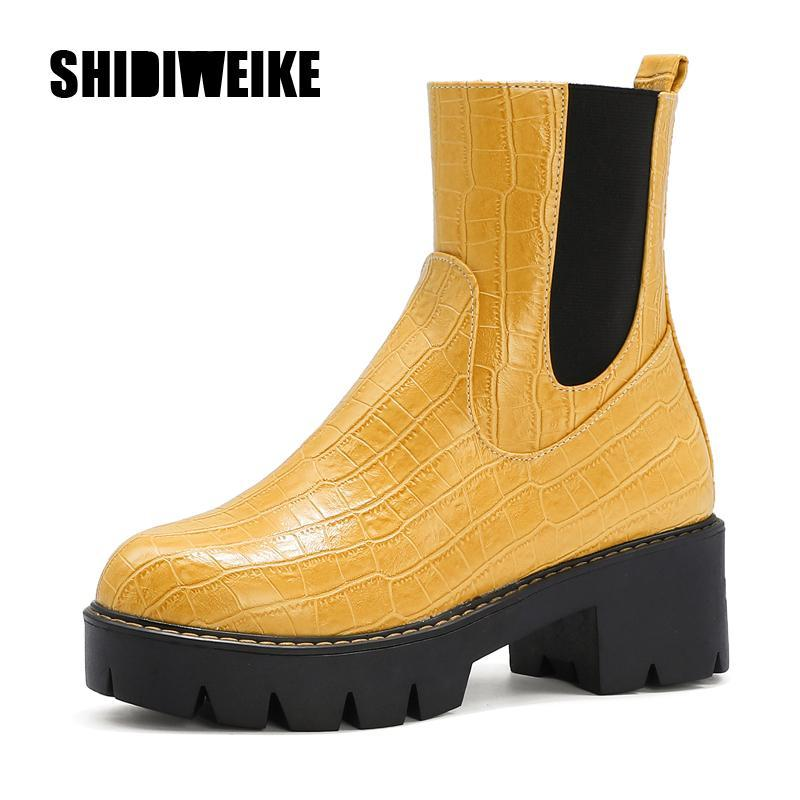 2020 Luxury Design As mulheres sapatos de salto alto moda botas de couro saltos pretos Botas Serpentine Chunky Qualidade Shoes V42