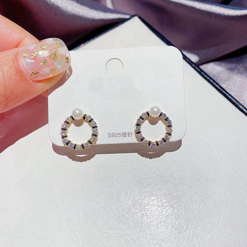Migga 2021 New Cubic Zircon Crystal Round Stud Pendientes para mujeres Joyas de perlas de imitación de color oro