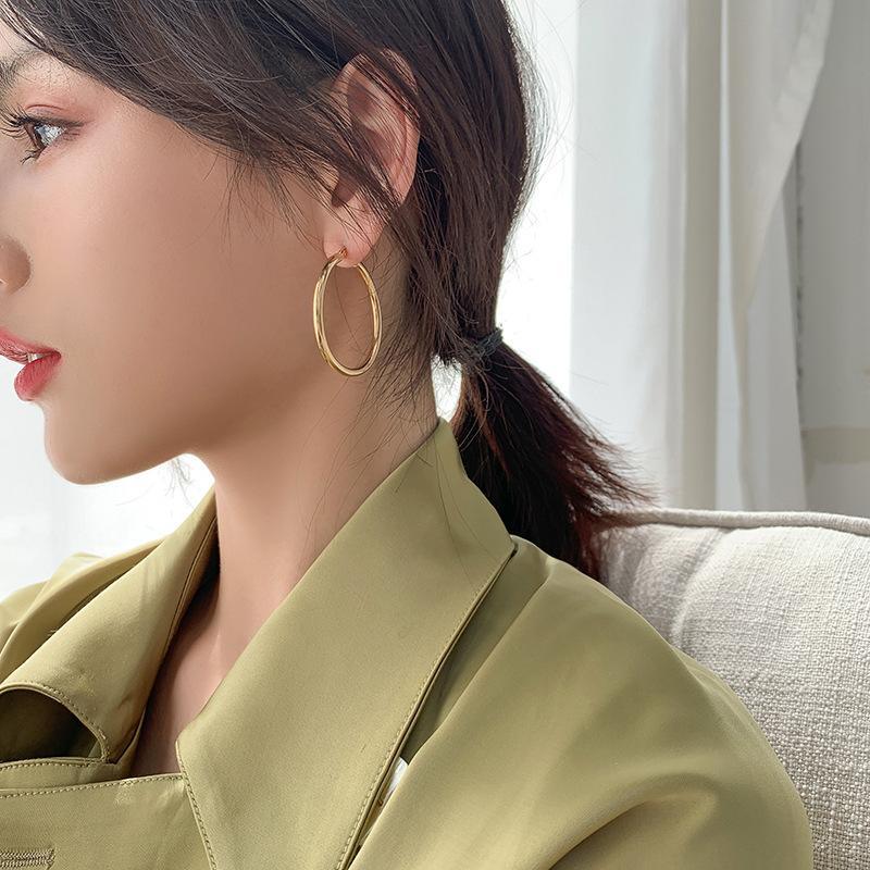 دائرة كبيرة 2021 جديد أزياء رائعة الرياح الكورية مزاجه صافي أقراط حمراء متقدمة
